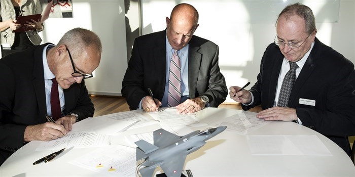 Jens Maaløe (left), CEO, Terma; Jack Crisler, Vice President, Lockheed Martin, and Dean Martin P. Bendsøe sign the agreement. Photo: Thorkild Christensen.